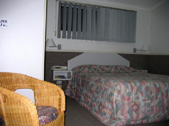 BEST WESTERN Sea Spray Motel: Deluxe room bed