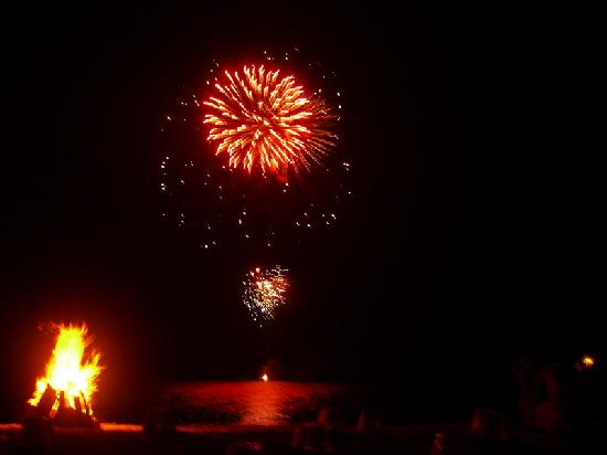 Amanpulo: Fire works at chinese new years dinner BBQ