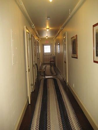 Grafton, VT: hallway to room