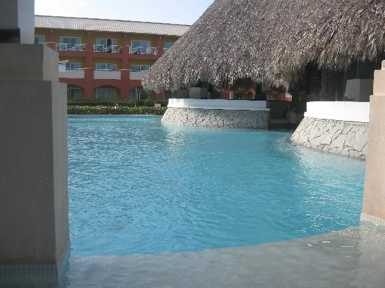 Memories Splash Punta Cana: piscine the club a l`ombre