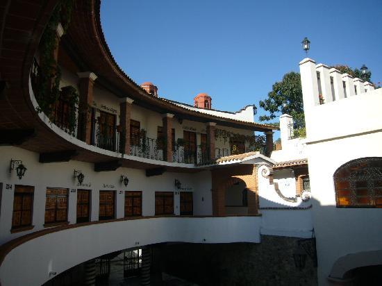 Hotel Loma Linda: Blick Zimmereingang zum Innenhof
