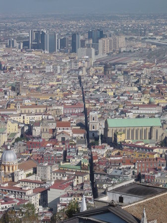 Naples, Italie : Spaccanapoli from the Castel Sant Elmo in Vomero