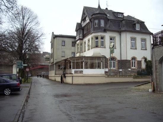 Trittenheim, Almanya: Une vue extérieure de l'hôtel