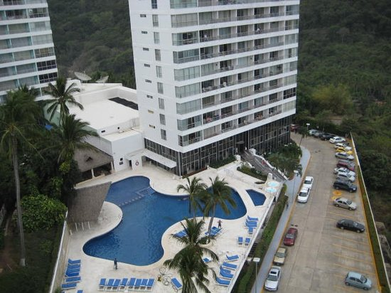 Torre Blanca Condominium: view of pool - all new as of 2007