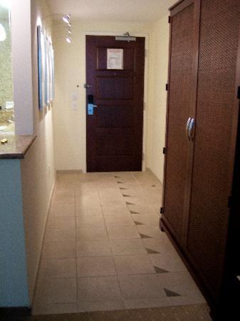Seminole Hard Rock Hotel Hollywood : Entrance/hallway to room