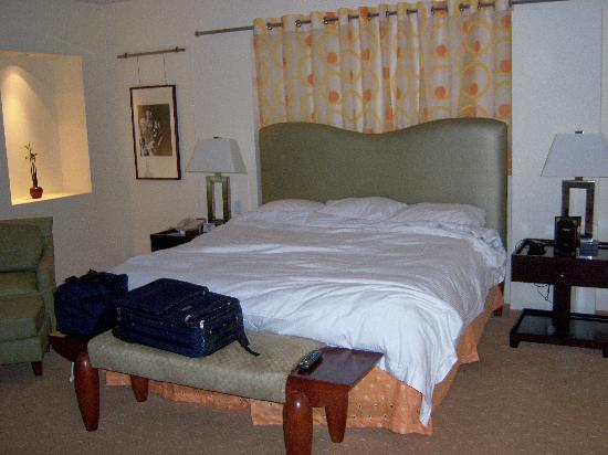 Seminole Hard Rock Hotel Hollywood : Super-soft, king-sized bed