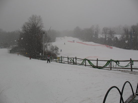 Plantsville, CT: Overlooking the slopes