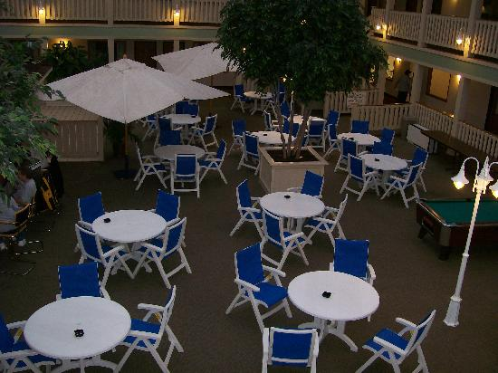 Best Western Plus Dubuque Hotel & Conference Center: patio