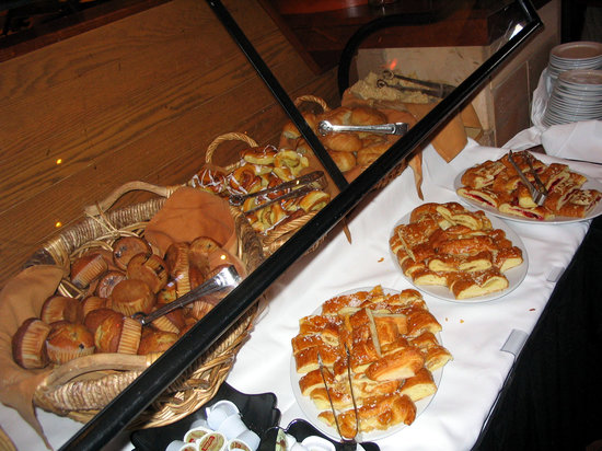 breads at the breakfast buffet of the Maya Grill