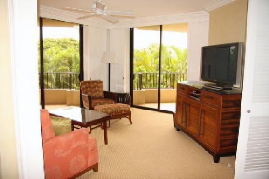 Four Seasons: Exec Suite - living room