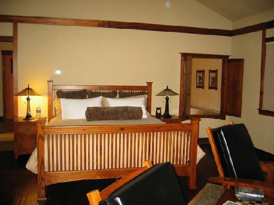 Five Pine Lodge & Spa: bed