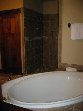 Five Pine Lodge & Spa: shower