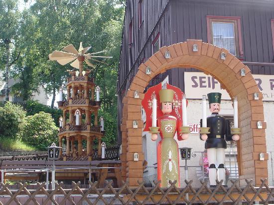 Seiffen, Alemanha: Bigger than life Holzarbeit (wood work)