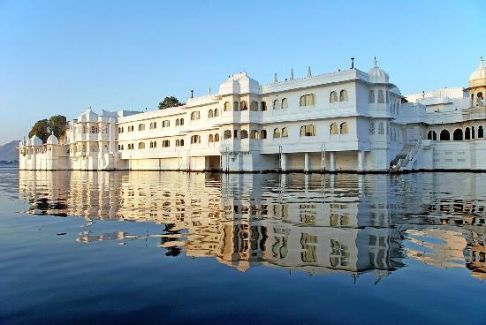 Taj Lake Palace Udaipur: In the sunrise