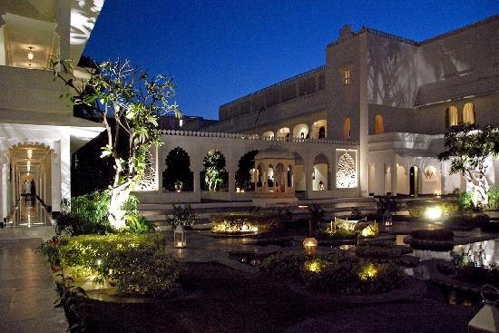 Taj Lake Palace Udaipur: At night