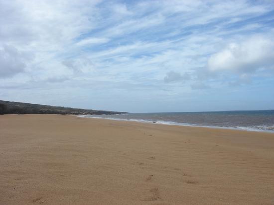 Polihua Beach: Beautiful sandy beach