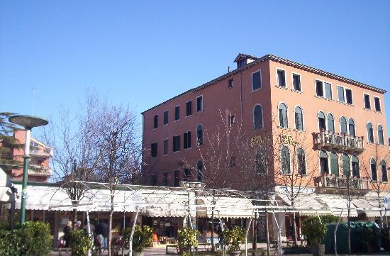 Hotel Cristallo -- Lido: Hotel Cristallo side
