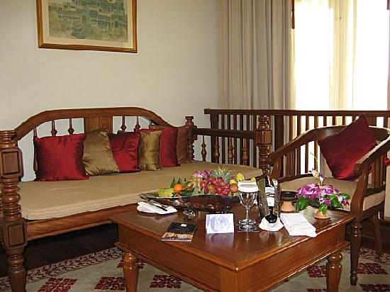 Sofitel Angkor Phokeethra Golf and Spa Resort: Sitting Area In Junior Suite 622