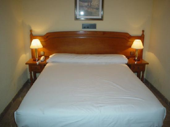 Aparthotel G3 Galeon: bed