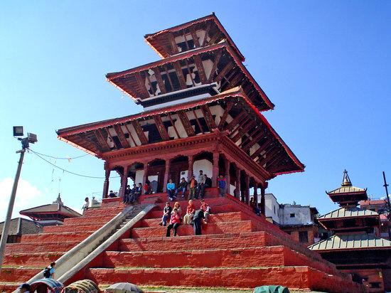 Katmandú, Nepal: templo llamado vulgarmente de los guiris, por su afición a sentarse en él