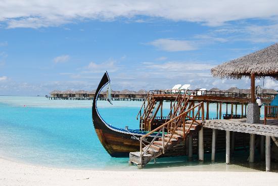Anantara Veli Maldives Resort: Dive boat (Dhoni)