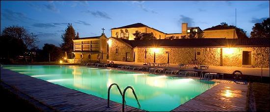 Padrón, España: parte trasera del hotel donde esta ubicada la piscina