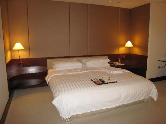 Shangri-La's Far Eastern Plaza Hotel Taipei: Bed
