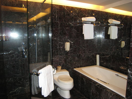 Shangri-La's Far Eastern Plaza Hotel Taipei: Bathroom