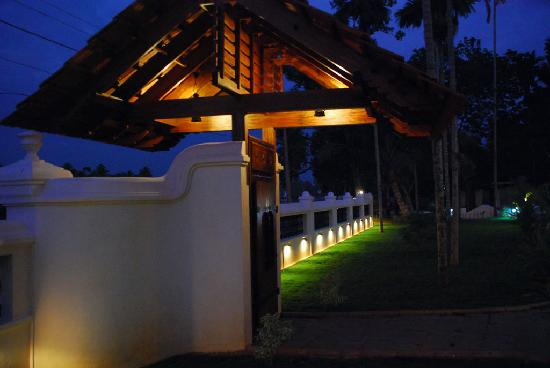 Maria Heritage Homes and Spa: Lit up at night