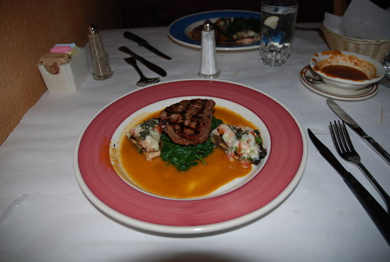 Tlapazola Grill: Fillet Mignon with spinach and portobello mushrooms