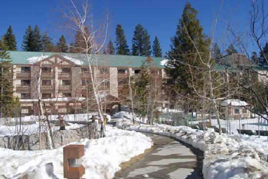 Property with snow at the tenaya lodge picture of tenaya for Fish camp ca lodging