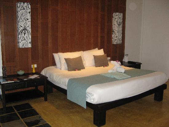 Centara Karon Resort Phuket: Huge bed in the Cabana