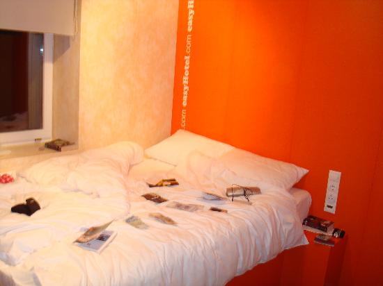 easyHotel Budapest Oktogon: The room (with our mess on the bed, sorry!)
