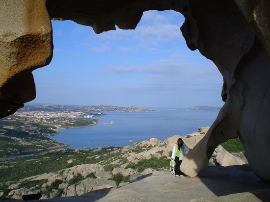 Provincia de Olbia-Tempio, Italia: Vista de la ciudad de Palau desde Capo d'Orso