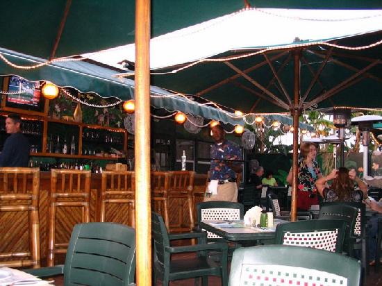 The fish house restaurant seafood market vid o de the for The fish house key largo fl