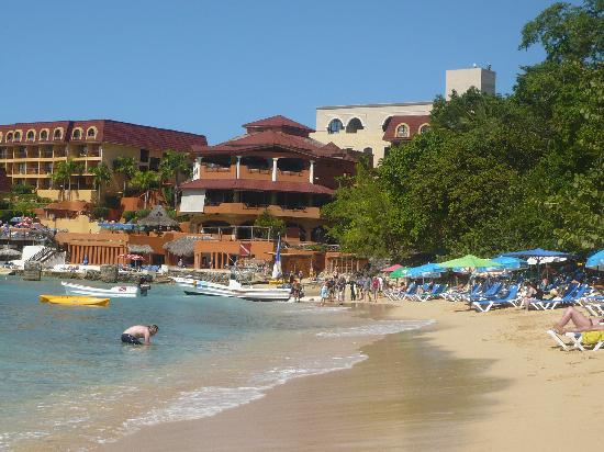 Victorian House Boutique Hotel: A view from the beach back to the Sosua bay hotel