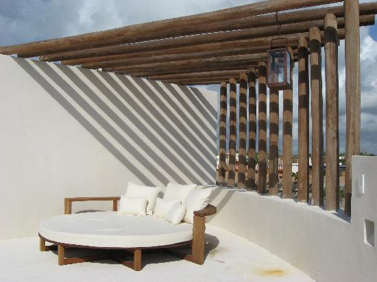Rosewood Mayakoba: roof deck with loungey bed