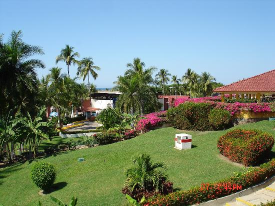 Qualton Club Ixtapa: Pristine grounds