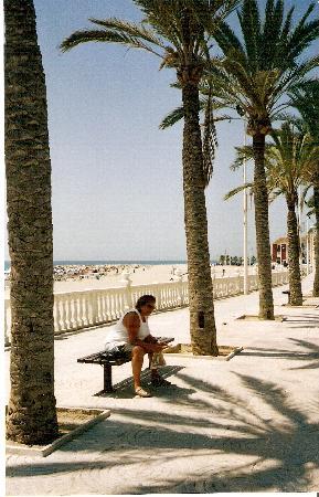 Villajoyosa, Spain: La Vila Joyosa - Rest in shadow