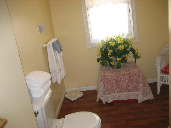 Sand Castle Inn: Bathroom