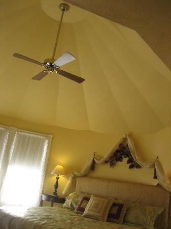 Sand Castle Inn: The Room