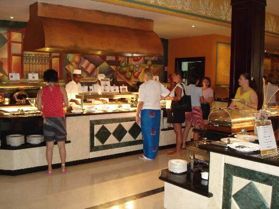 Luxury Bahia Principe Ambar Blue Don Pablo Collection: Breakfast buffet omellette station