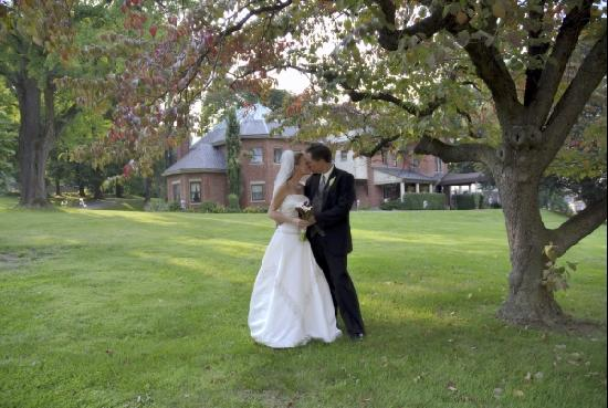 Bethlehem, PA: Kiss in front of Mansion