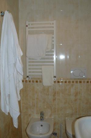 Hotel Meridiana: baños del meridiana