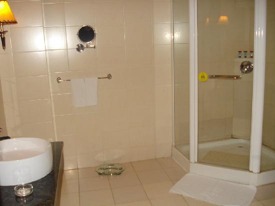 Wuzhou Garden Hotel: nice bathroom