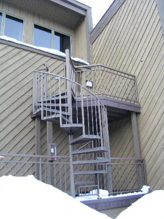 The Lodge at Tamarron: icy stairs