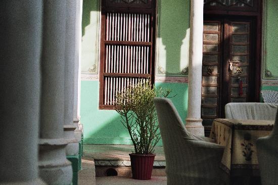 Bagar, India: jeu de lumière dans le patio