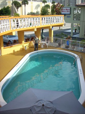 Sundeck Motel: Swimming pool