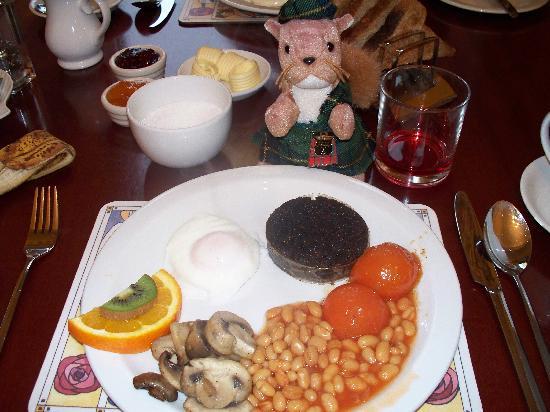 Ferintosh Guest House: Full Scottish breakfast, YUM!!