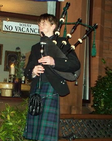 Ferintosh Guest House: Oh, and bring your bagpipes